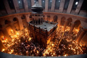02h-easter-holy-week-holy-fire-in-the-church-of-the-holy-sepulchre-in-jerusalem1